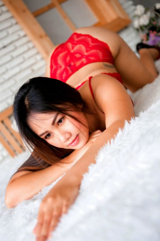 We provide lingam massage in Bangkok with full service and happy ending